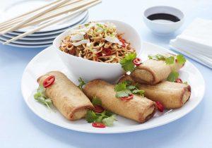 China Maxi an roten Nudeln mit Chili und Ingwer