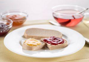 Roggenmischbrot mit Marmelade