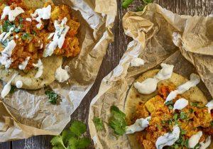 Tikka Curry mit QUORN™ Geschnetzeltes im warmen Naan-Brot