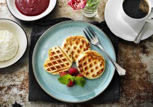 Rezeptidee Pfannkuchen-Waffel mit Himbeersauce und Quarkcreme für die passierte Kost