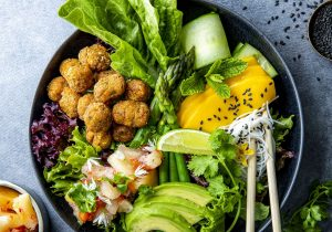 Falafel-Bowl mit Avocado & Mango mit FINDUS Mini-Falafel-Bällchen