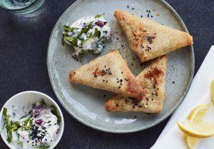 Rezeptidee DALOON Samosas Spicy Indian Mini mit Raita-Dip